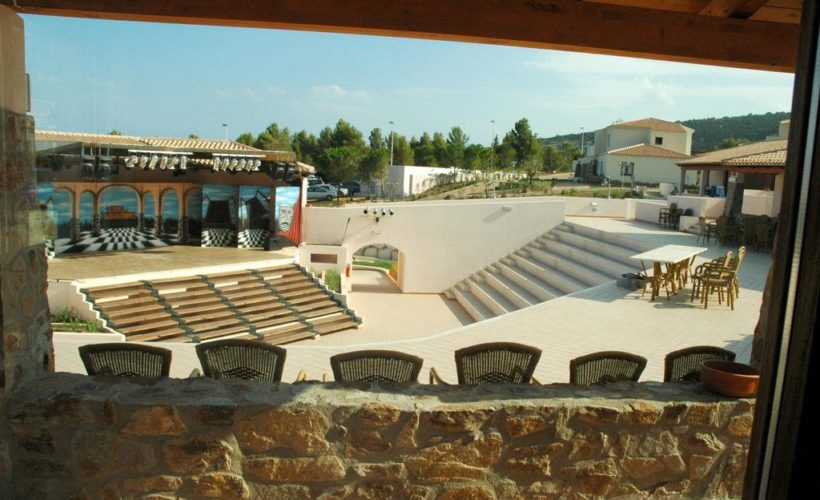 calagonone beach teatro