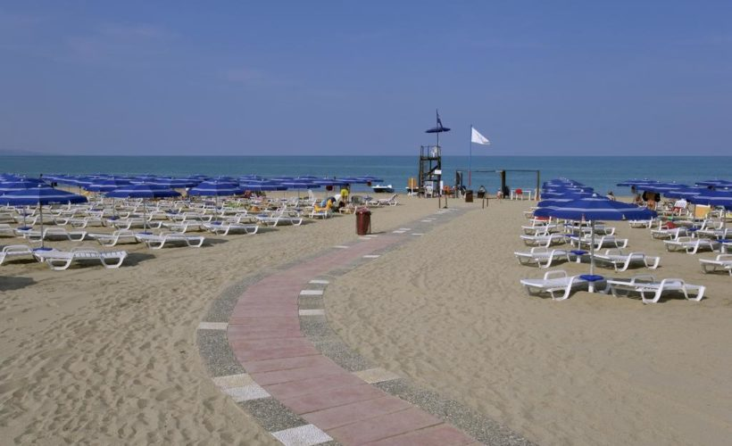 baia degli achei spiaggia