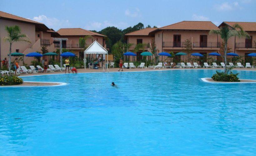 porto ada village piscina