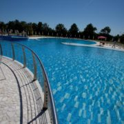 riva marina resort piscina