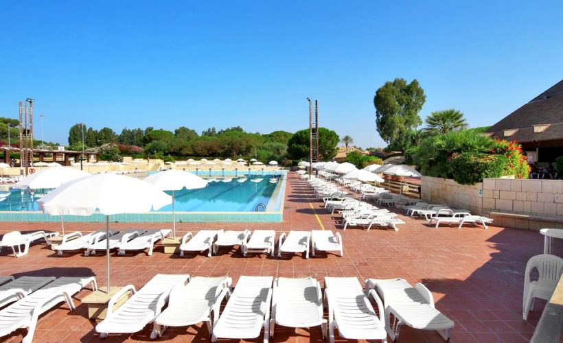 athena resort piscina