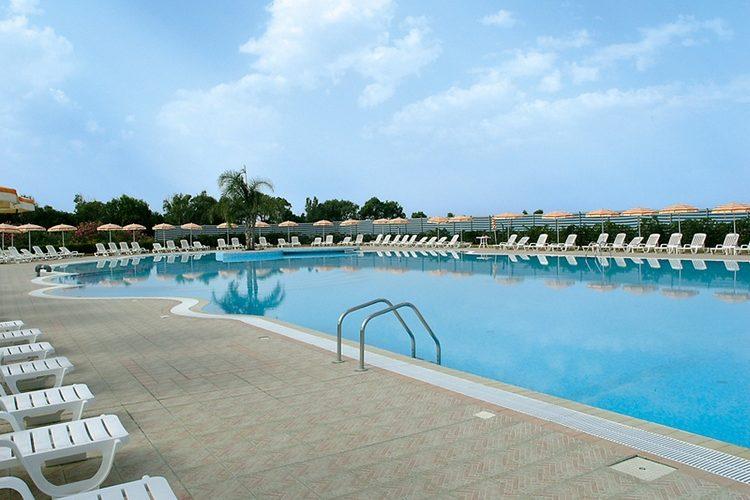 madama club village piscina 2