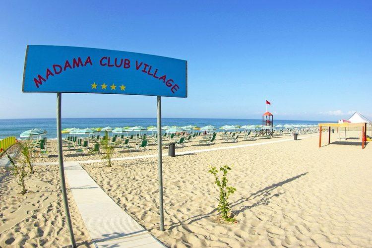 madama club village spiaggia